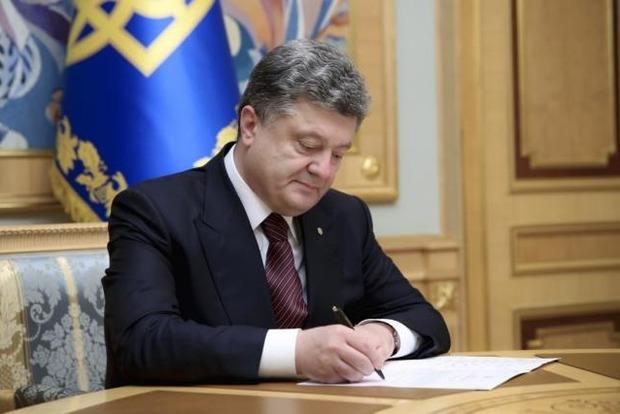 Особый статус Донбасса. Порошенко подписал закон о продлении