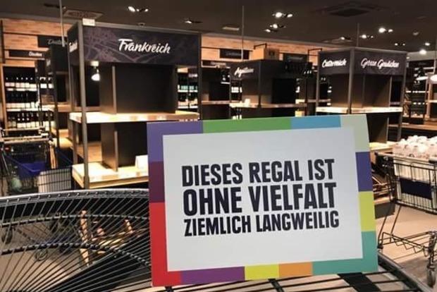 Антирасисткая акция: супермаркет в Германии убрал с полок все иностранные товары