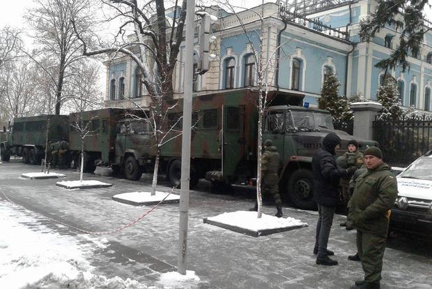 ОУНовцам отказались дать грейдер все арендодатели Киева