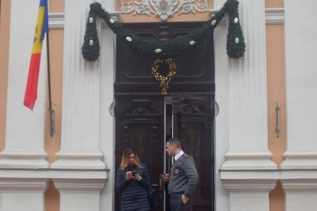 С резиденции нового президента Молдовы сняли флаг ЕС