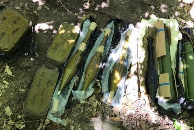 В Киеве СБУ нашла тайник с противотанковыми гранатометами