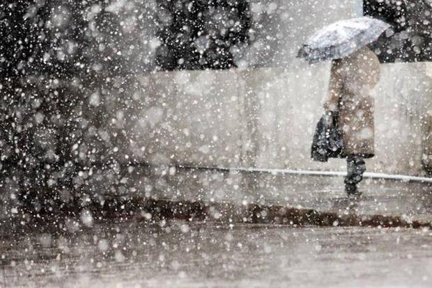 На выходных в Украине будет мокрый снег и гололед