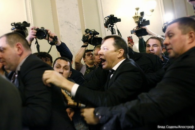 Ляшко поссорился в кулуарах с журналисткой и попросил не прикасаться к его носу