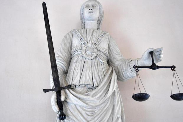Скандал во Франции: в сексе с 11-летней суд не нашел ничего незаконого
