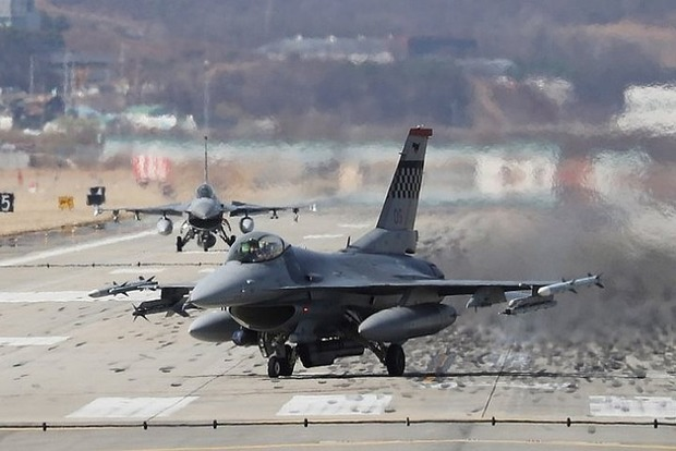 США перебросили в Европу эскадрилью истребителей для сдерживания Москвы