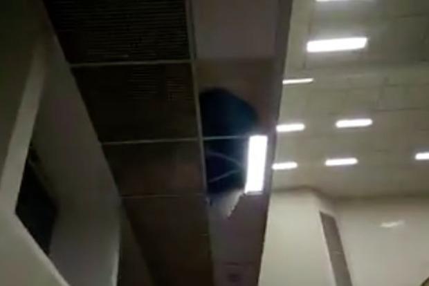 Надепутатов «Свободы» вКиевсовете обрушился  потолок