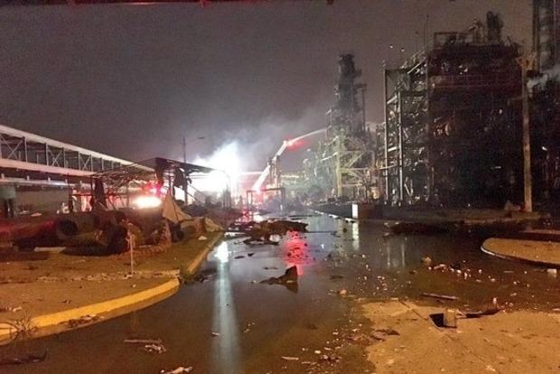 В Мексике на нефтезаводе произошел взрыв: 13 погибших, более 130 раненых
