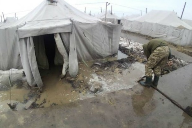 Руководство полигона Широкий Лан наказало военных за фото болота в палатках