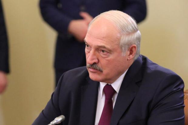 Лукашенко остался один: правительство Беларуси сложило полномочия