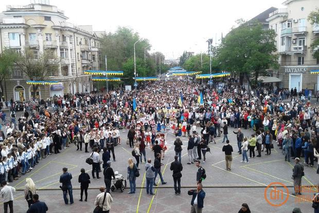 В Мариуполе прошел невероятный парад вышиванок