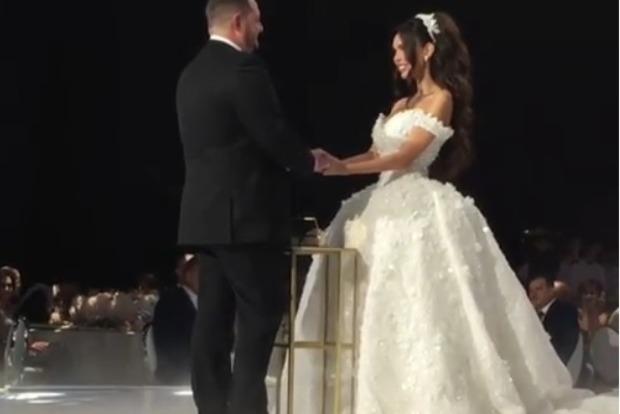 Восьмиэтажный торт и кольцо за 10 миллионов долларов. Свадьба российского олигарха потрясла мир
