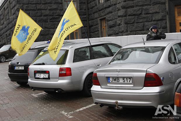 Евробляхеры берут Киев измором. Столица встала в огромных пробках