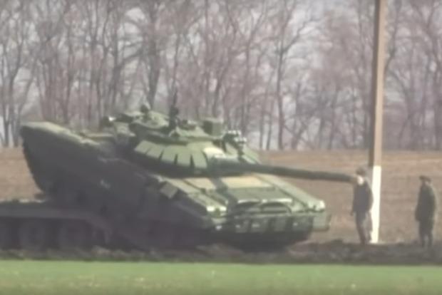 Reuters опубликовало видео российских танков на украинской границе