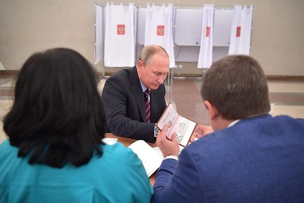 Фотография страниц паспорта Путина попала в Сеть