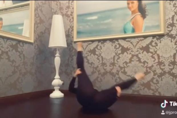 Жена Игоря Николаева раздвинула ноги ради челенджа