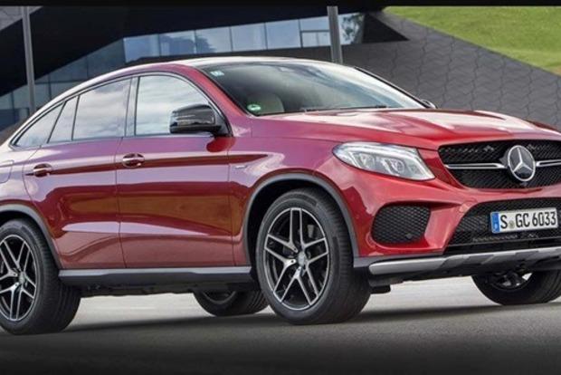 У певицы и модели Даши Астафьевой угнали красный Mercedes