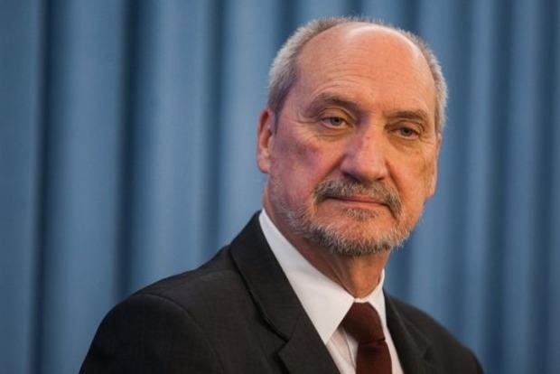У Польщі скандал навколо міністра оборони: він міг співпрацювати з Росією