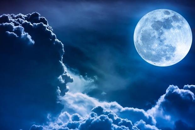 Полнолуние 31 октября: жители Земли увидят редкое явление – Голубую Луну. Как она повлияет на знаки Зодиака?