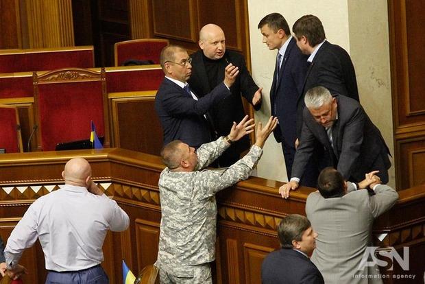Турчинов считает Савченко не врагом, а «мелочью»