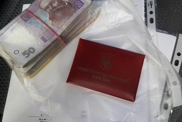 Главный госисполнитель Донецкой области попался на взятке