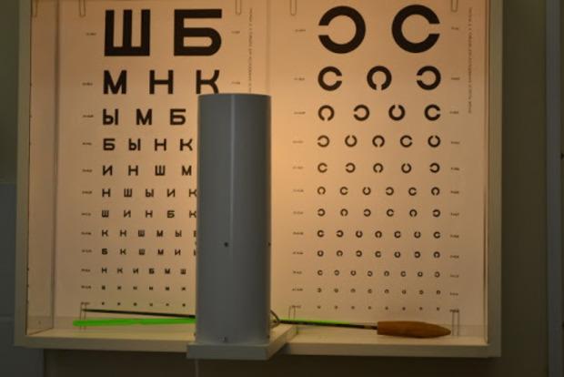 Таке буває тільки в Україні: з офтальмолога в медсестри