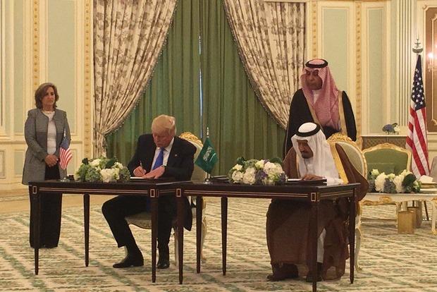 США и Саудовская Аравия заключили военную сделку на $110 млрд
