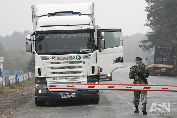 Украинец вез в «ДНР» $70 тысяч, спрятанные в запасном колесе автомобиля