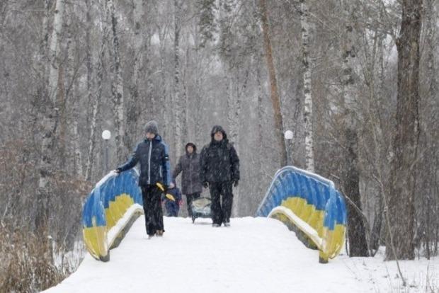 Снег в Украине: без света остались более 70 населенных пунктов