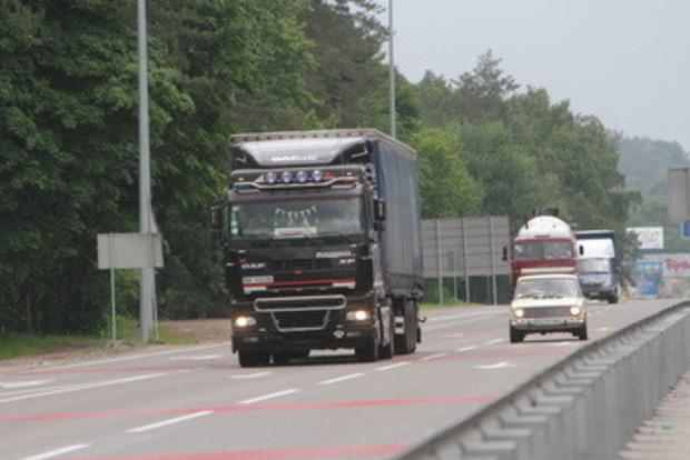 Смертельно пьяный водитель фуры устроил ДТП под Ровно и заблокировал дорогу