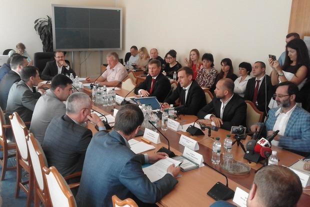 Скандал в Раде: Луценко потребовал открытого заседания Регламентного комитета, но его попросили выключить микрофон