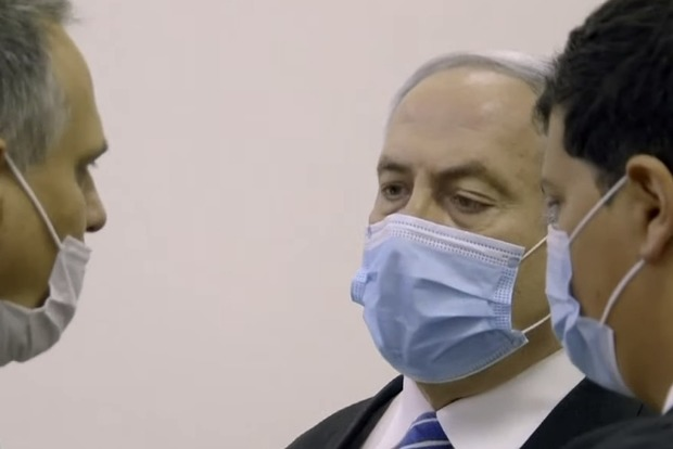 Премьер-министр Израиля предстал перед судом
