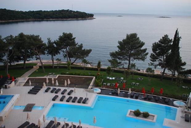 На популярном хорватском курорте будут штрафовать голых и пьяных туристов