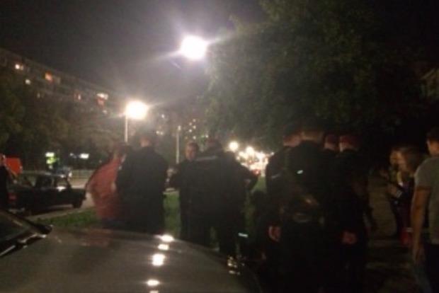 Возле «Левобережной» в Киеве разъяренная толпа едва не линчевала водителя, сбившего пешехода