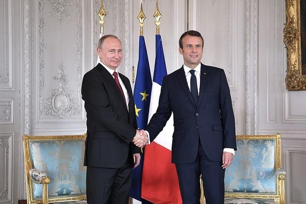 Путин и Макрон ушли в Версальский дворец обсуждать ситуацию в Украине и Сирии