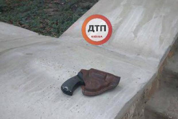 В парке Киева неизвестный устроил стрельбу из револьвера