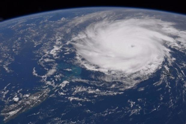 В Ирландию пришел мощный ураган Офелия, есть первые жертвы