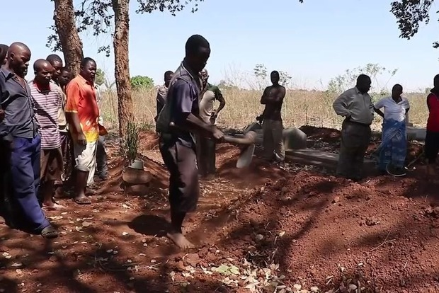 Полиция Малави арестовала банду, устроившую охоту на людей-«вампиров»