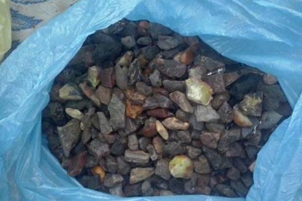 В Ровенской области изъяли почти 22 килограмма янтаря
