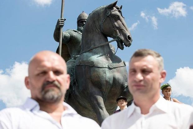 В Киеве открыли памятник Илье Муромцу