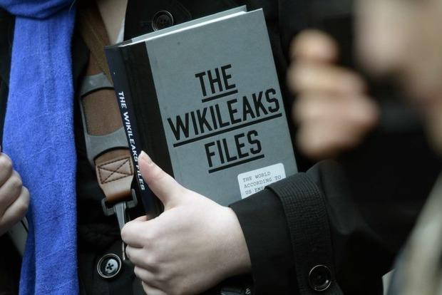 Письма Макрона опубликовали на WikiLeaks, но кому это теперь нужно?