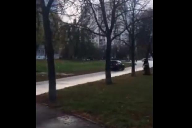 Евробляхер сбил девочку в Киеве и несколько километров катал ее отца на крыше
