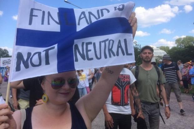 В Хельсинки тысячи людей протестуют против саммита Путина и Трампа