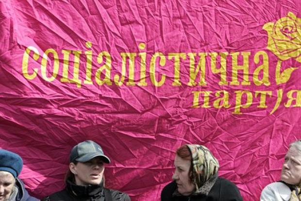 ВКиеве под Печерским судом подрались сотрудники С14 иОО «Майдан»