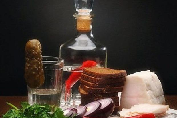 Почему нельзя ставить пустую бутылку на стол