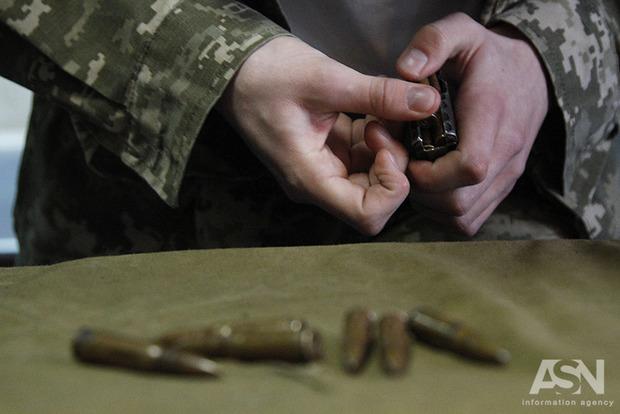 В Запорожье контрактник торговал оружием и боеприпасами