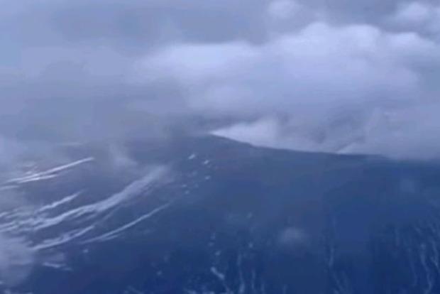 Мощное извержение вулкана началось на острове Кюсю в Японии