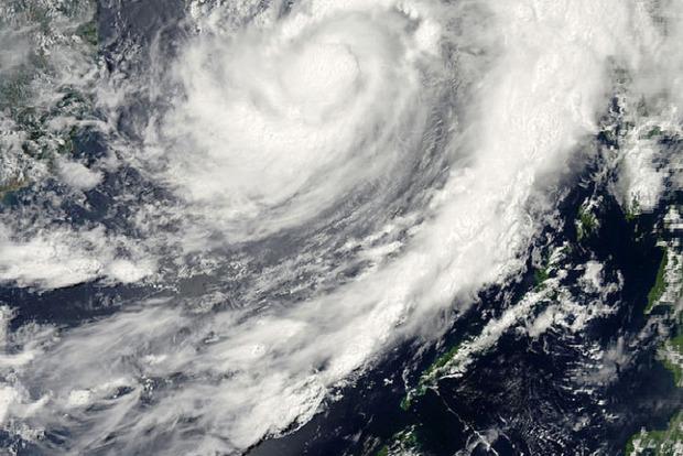 Огромный торнадо пронесся на севере Китая. Местные называют такой Дракон, поглощающий воду