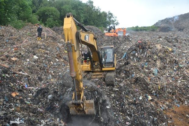 Поисковые работы на свалке около Львова временно приостановлены