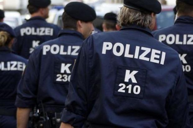 В Австрии мужчина на фургоне с надписью «Хайль Гитлер» расстрелял людей