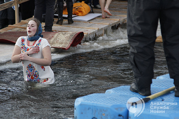 Праздник Крещения: обычаи, народные приметы и тайны иорданской воды